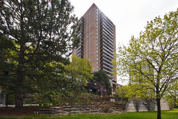 633-515 St Laurent Boulevard